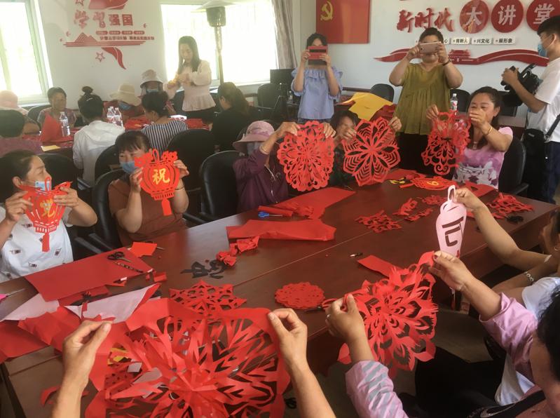 【文明实践】辽宁本溪满族自治县:让农民在家就能学到剪纸艺术