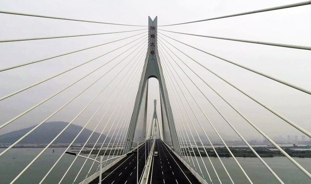 洪鶴大橋橋塔,斜拉橋的塔型是橋梁整體景觀的靈魂,是橋梁景觀設計的重中之重。(攝影:程霖)